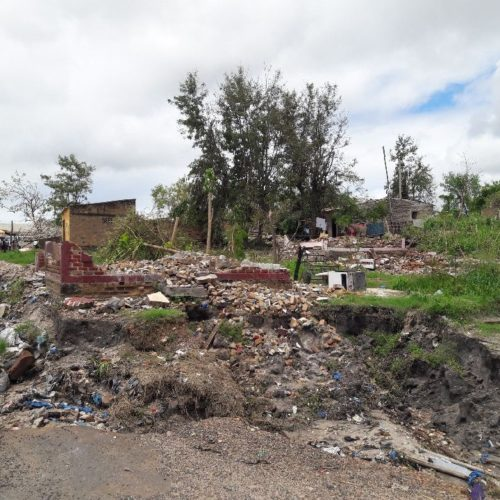 2 adults and 2 children died and 9 injured when their houses collapsed.