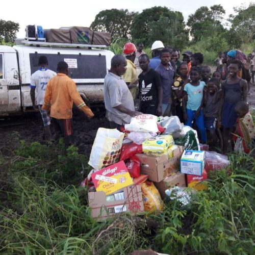 Villagers of Inchope receiving goods and food donations.